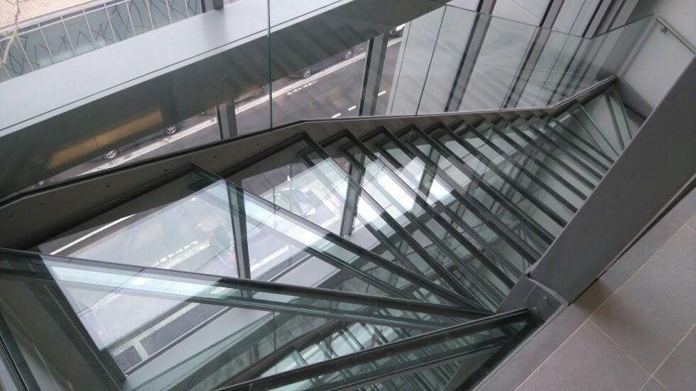 Escalier Acier marche verre - Métallerie DPJ